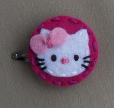 Hello Kitty Magenta Wool Felt Snap Hair Clip by BerryCoolDesigns and like OMG! get some yourself some pawtastic adorable cat apparel! Hand Sewn Crafts, Felt Crafts, Felt Hair Accessories, Felt Ornaments Patterns, Felt Hair Clips, Felt Bows, Felt Decorations, Felt Brooch, Diy Bow