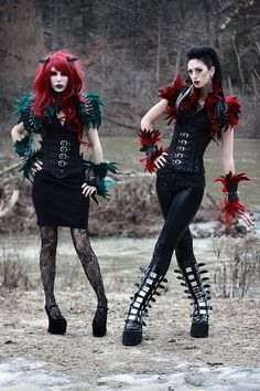 Gothic girls. am I the only one thinking of a goth Ivy and Harley?