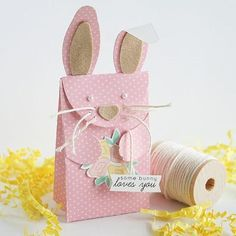 Easter Ideas - I love this Bunny bag, it's so cool. It'll be perfect to fill with chocolate eggs or surprises as a gift for Easter. Happy Easter, Easter Bunny, Easter Eggs, Bunny Bags, Little Presents, Diy Ostern, Easter Celebration, Easter Holidays, Easter Treats