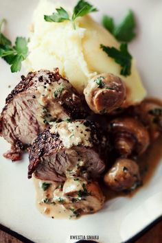 Pork tenderloin with black pepper and mushroom sauce.