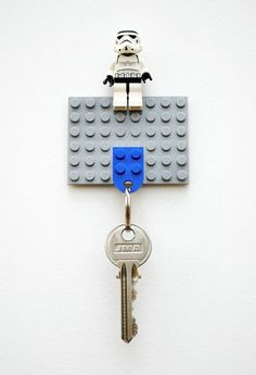 How to: Make a DIY Lego Key Holder.and of course the Lego Storm Trooper. Legos, Lego Key Holders, Diy Lego, Lego Craft, Craft Kids, Lego Lego, Diy Inspiration, Fathers Day Crafts, Cool Inventions