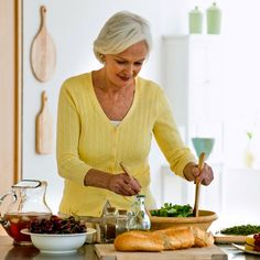 Find a diet that fits: Diet tips to stay slim, strong, and sane before, during, and after menopause.