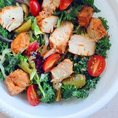 kale salad with tomatoes, carrots, cucumbers, purple cabbage, yellow bell peppers, greek marinated #paleo chicken