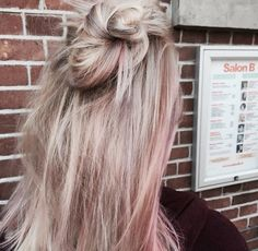 Blonde highlights with a pink Colourshine. Hair by Lize @ Salon B, Alkmaar NL