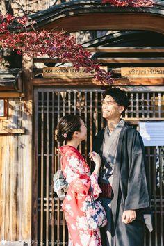 Kimono Japan, Japanese Kimono, Yukata, Couple Photography Poses, Friend Photography, Maternity Photography, Teen Couple Pictures, Tokyo Japan Travel, Aesthetic Japan