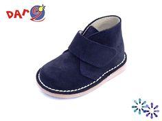 Dar2 - Tallas 24 a 34 - Bota Safari Velcro Marino Los zapatos DAR2 son diseñados y fabricados pensando en la comodidad y salud de nuestros hijos. Con todo ello logran fabricar un tipo de calzado de primerísima calidad y atractivo diseño que da lugar a un zapato que garantiza el buen desarrollo del niño sin olvidar las tendencias de la moda. Aquí os dejamos un claro ejemplo. Pin by coralkids. Slippers, Shoes, Fashion, Kids Fashion, Desert Boots, Child Development, Forget, Sailor, Footwear