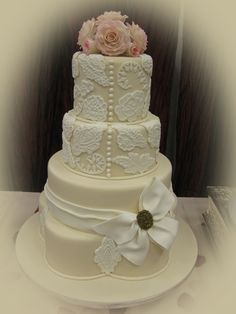 Pretty in Lace Wedding Cake.  Notice the scalloped base layer.