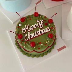Pretty Birthday Cakes, Pretty Cakes, Beautiful Cakes, Cake Birthday, Christmas Birthday Cake, Mini Cakes, Cupcake Cakes, Frog Cakes, Simple Cake Designs