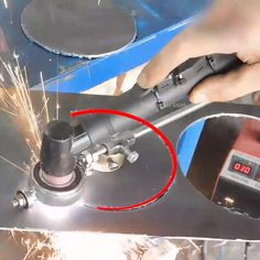 Cute Cars Accessories Discover Circular Plasma Cutter Guide A circular plasma cutter guide that can support your welding work and help you to cut a precise circle or straight line on the metal easily! Metal Bending Tools, Metal Working Tools, Metal Tools, Work Tools, Wood Working, Welding Cart, Welding Tips, Plasma Welding, Welding Trailer