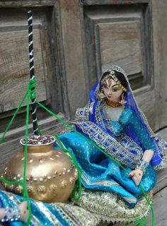 Beautiful hand made Doll from kalashreee. Miniature Crafts, Miniature Dolls, Janmashtami Decoration, Ladoo Gopal, Making Dolls, Hand Painted Fabric, Indian Dolls, Wedding Plates, Pooja Rooms