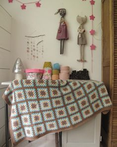 I love the crochet wall hanging and the garland!
