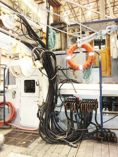 Commander Hydraulics | Platypus Marine | Full Service Indoor Shipyard | Port Angeles Washington | Pacific Northwest | Full Service Indoor Boatyard