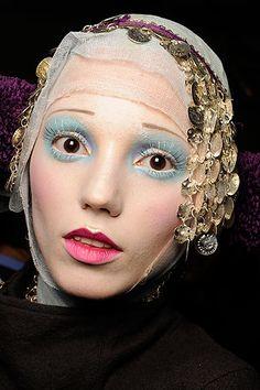 Make up / John Galliano.