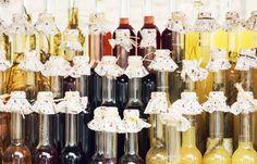 Jak wiecie, miód ma wiele twarzy. W tym tą bardziej rozrywkową w formie miodu pitnego. Ale skąd się wziął? Czym jest miód pitny? Zapraszamy na naszego bloga po więcej informacji ;) #miódpitny #mead #alkohol #narodowy #miód #Huzar http://blog.miody-huzar.pl/ciekawostki/25-miod-pitny-polski-napoj-narodowy.html#sthash.FWhvBZ24.dpbs