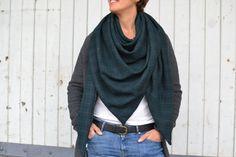 Dreickstuch Wolltuch Petrol kariert via mien - Accessoires handmade in Berlin…