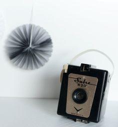 {Fabelaktig} Sabre 620 black, vintage camera, pompoms, golden details