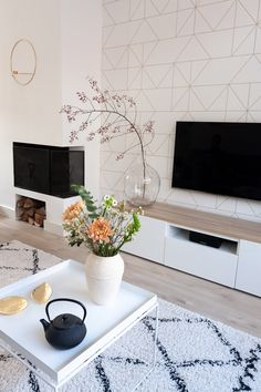 Makeover of the television corner with graphic wallpaper- Make-over van de televisie hoek met grafisch behang Styling the television corner - Condo Living Room, Home And Living, Living Room Inspiration, Interior Inspiration, Design 24, House Design, Accent Wallpaper, Vintage Room, Fireplace Design