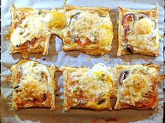 Excellent Mini plate tart with bacon, tomato, mushrooms, egg and cheese Seafood Appetizers, Appetizer Recipes, Chocolate Lasagne, Fried Biscuits, Quiche Muffins, Berry Cheesecake, Macaroni Cheese, High Tea, Cheese Recipes