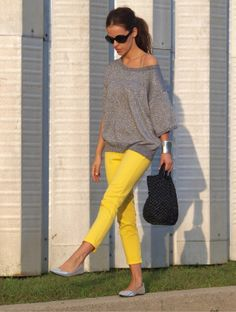yellow pants and a slouchy grey tee, great combo!