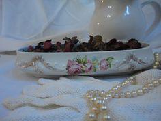 Porta jóia (porcelana inglesa) - herança de minha sogra, porém já não tinha mais a tampa.