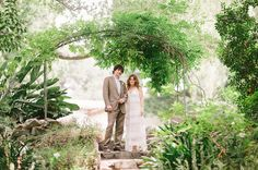 Joy + Joe exchanged their vows atTwin Peaks Ranch–a gorgeous Spanish mission revival estateoverlooking the majestic Ojai Valley.They opted for a daytime destination wedding sothat everyonecould really enjoy the beauty of the property and they enhanced the already charming setting with an abundance of pretty props + thoughtful details. The end result was a day...