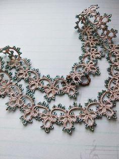Fotos de Alena Prianikova Tatting Necklace, Lace Jewelry, Charmed, Bracelets, Necklaces, Beads, Crafts, Tatting Patterns, Jewerly