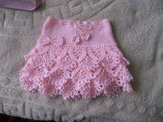 Ideas Crochet Skirt Pattern Free Kids For 2019 Crochet Skirt Pattern, Crochet Skirts, Crochet Patterns, Crochet Crafts, Crochet Projects, Crochet Stitches, Knit Crochet, Easy Crochet, Confection Au Crochet