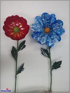 Flores hechas con botellas de plástico por Juli.www.manualidadespinacam.com #manualidades #pinacam #reciclar