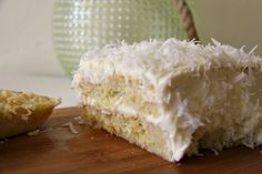 Coconut Cake With Coconut Cream Cheese Frosting - Divalicious Recipes Gluten Free Coconut Cake, Coconut Flour Recipes, Coconut Frosting, Cream Frosting, Easy Cake Recipes, Frosting Recipes, Dessert Recipes, Free Recipes, Chocolate Chip Cake