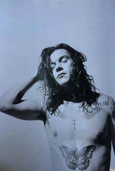 Discovered by 천사. Find images and videos about one direction, and Harry Styles on We Heart It - the app to get lost in what you love. Harry Styles Long Hair, Harry Styles Update, Harry Styles Mode, Harry Styles Pictures, Harry Edward Styles, Harry Styles Photoshoot, Men Photoshoot, Male Magazine, Treat People With Kindness