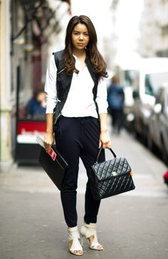 Quiltted black leather vest and purse. Why is black so irresistible all year round? Street Look, Street Chic, Street Style, Coco Chanel, Black Leather Vest, Girly Girl, Casual Chic, Fashion Outfits, Women's Fashion