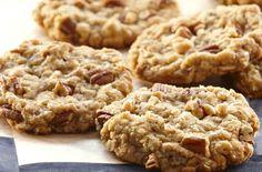 Рецепт овсяного печенья. Самым простым в приготовлении является диетическое овсяное печенье. При минимальных затратах времени и небольшого количества ингредиентов такая домашняя выпечка получается вкусной и, что немаловажно, низкокалорийной.