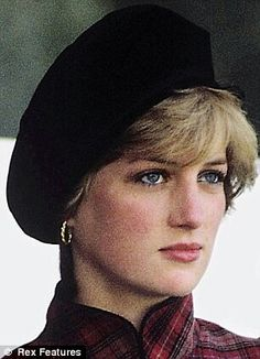 September Princess Diana at the Highland games at Braemar. The first public outing since their wedding. Beautiful perfection this picture of Diana Princess Diana Photos, Princess Diana Fashion, Princess Diana Family, Prince And Princess, Princess Of Wales, Princesa Kate Middleton, Prinz William, Prinz Harry, Charles And Diana