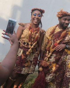 L'image contient peut-être: 2 personnes, personnes debout Couples African Outfits, African Dresses For Women, Instagram Photography, Ghana Wedding, African Traditional Wedding, Saree, People, Clothes, Fashion