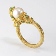 Ruth Tomlinson — encrusted single silver pearl