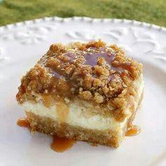 Caramel Apple Cheese Cake Bars Dessert Bars, Caramel Apple Cheesecake Bars, Apple Caramel, Cheescake Bars, Cheesecake Squares, Cheesecake Bites, Caramel Bars, Cheesecake Recipes, Caramel Apples