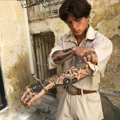 Old School Inspiration Elbow Tattoos, Old Tattoos, Black Tattoos, Body Art Tattoos, Sleeve Tattoos, Tattoo Ink, Arm Tattoo, American Traditional Sleeve, Old School Tattoo Sleeve