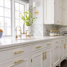 Kitchen Backsplash, Kitchen Cabinets, Kitchen Sink, Kitchen Dining, Kitchen Decor, Dining Room, Home Kitchens, Kitchen Remodel, Sweet Home