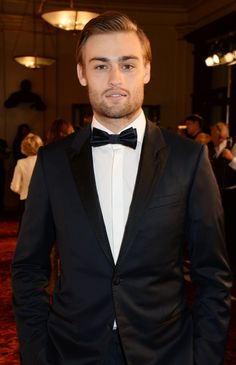 Pin for Later: It's Raining Men: l'Incroyable Guest List des Men of the Year Awards de GQ Douglas Booth