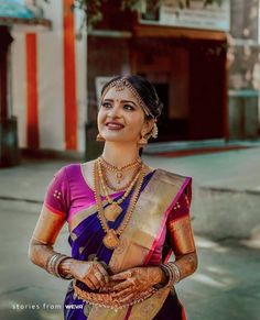 Your guide to planning the perfect Indian wedding. Find the best photographers, planners, wedding professionals and real weddings in India and abroad. South Indian Makeup, South Indian Bridal Jewellery, South Indian Weddings, South Indian Bride, Bridal Looks, Bridal Style, Kerala Hindu Bride, Saree Trends, Indian Bridal Hairstyles