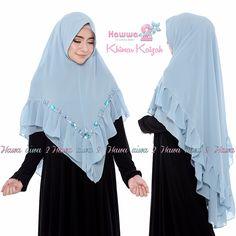 Khimar KAIZAH by HAWWA AIWA adalah khimar 2 layer model terbaru dari brand Hawwaaiwa yang dibuat dengan bahan kain ceruty babydoll berkualitas yang nyaman dipakai. Kerudung syari ini dilengkapi dengan soft pet antem dan hiasan swarovsky. Ukuran hijab cantik ini adalah 60 cm untuk panjang depan dan 140 cm untuk panjang belakang. Detail Spesifikasi Khimar …