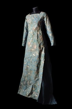Isabelle de Borchgrave - paper dress