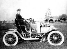 George P. Dorris at the wheel of a St. Louis Motor Carriage Company sixteen horsepower touring car that won the ten mile Free for All Races during the 1902 St. Louis Fair. Missouri History Museum