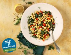 H Παγκόσμια Ημέρα Διατροφής πλησιάζει. Τη γιορτάζουμε, όπως και κάθε ημέρα, με γευστικές και υγιεινές συνταγές! Και τι θα ετοιμάσουμε; Σπανάκι με ρεβίθια λεμονάτα κατσαρόλας, #MadewithAB φυσικά. Pasta Salad, Cobb Salad, Foods, Ethnic Recipes, Crab Pasta Salad, Food Food, Food Items