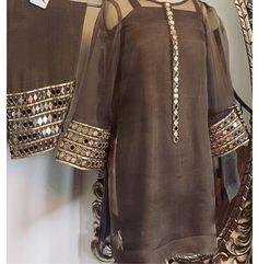 - Source by - Fancy Dress Design, Stylish Dress Designs, Stylish Dresses For Girls, Designs For Dresses, Casual Dresses, Casual Wear, Baggy Dresses, Fashion Dresses, Stylish Clothes