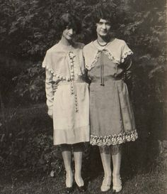 Two stylish 1920s sisters (love the hem detailing on the dress...)