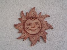 Slunce -kachel II. keramický kachel na zavěšení do interiéru i exteriéru, vel. 30 x30 cm. Clay Crafts For Kids, Garden Totems, Clay Projects, Baby Sewing, Yard Art, Biscuit, Polymer Clay, Decorative Plates, Clock