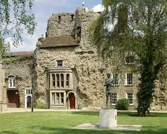 Post-medieval houses built into the semi-ruined west front, with a statue of St Edmund in the foreground on the lawn Great Places, Beautiful Places, Suffolk Coast, Bury St Edmunds, Medieval Houses, Church Architecture, Kingdom Of Great Britain, English Heritage, Old Farm Houses