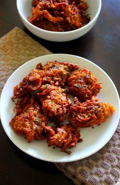 kanda bhaji recipe, pyaj ke pakode... kanda bhaji or kanda bajji or kandyachi bhaji, a snack item made using besan and onions/kanda, deep fried to be served with tea.