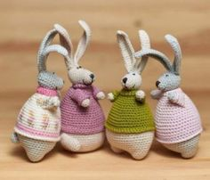ideas for baby shoes diy vintage Bunny Crochet, Crochet Giraffe Pattern, Easter Crochet, Crochet Toys, Crochet Baby, Free Crochet, Crochet Patterns, Diy Gifts For Friends, Knitted Animals
